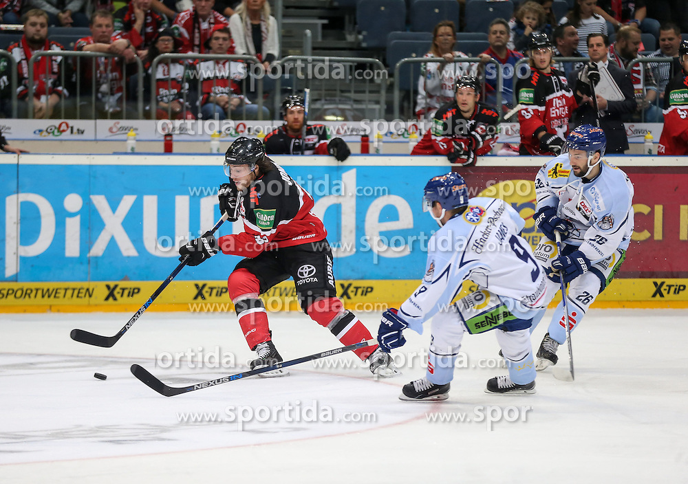 25.09.2015, Lanxess Arena, Koeln, GER, DEL, Koelner Haie vs Straubing Tigers, 5. Runde, im Bild vl. Ryan Jones (Koelner EC), Connor James (Straubing Tigers), Mike Hedden (Straubing Tigers) // during the German DEL Icehockey League 5th round match between Koelner Haie and Straubing Tigers at the Lanxess Arena in Koeln, Germany on 2015/09/25. EXPA Pictures &copy; 2015, PhotoCredit: EXPA/ Eibner-Pressefoto/ Horn<br /> <br /> *****ATTENTION - OUT of GER*****