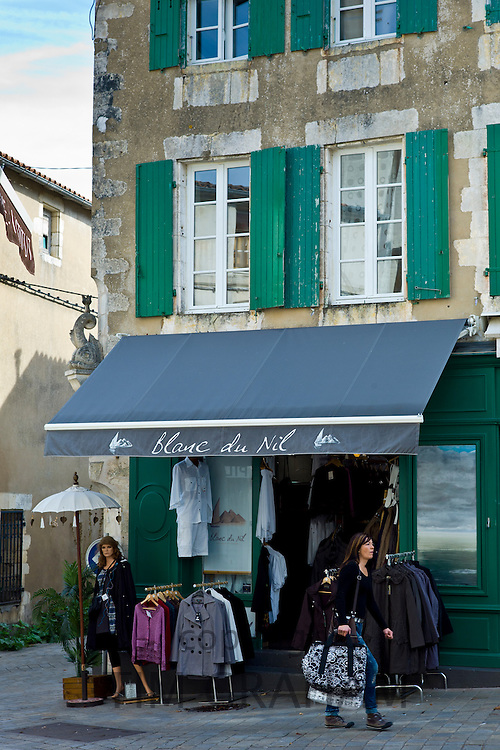 Street scene fashion clothes shop Blanc de Nil at St Martin de Re, Ile de Re, France