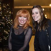 NLD/Rotterdam/20131216 - Society Lunch Silver Bells Christmas, Yvonne Keeley en Corine ten Toonder