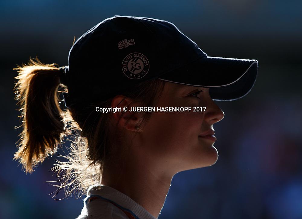 French Open 2017 Feature, Silhouette von einem Ballmaedchen mit Kappe, Portrait,Profil<br /> <br /> Tennis - French Open 2017 - Grand Slam / ATP / WTA / ITF -  Roland Garros - Paris -  - France  - 9 June 2017.