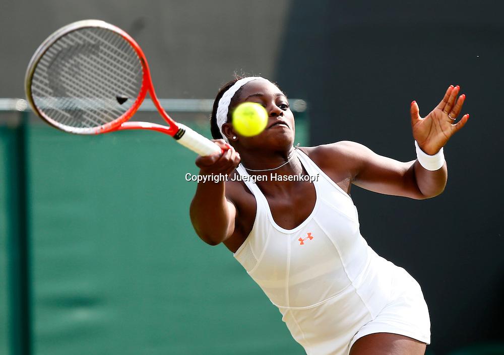 Wimbledon Championships 2013, AELTC,London,<br /> ITF Grand Slam Tennis Tournament,<br /> Sloane Stephens (USA),Aktion,Einzelbild,Halbkoerper,Querformat,