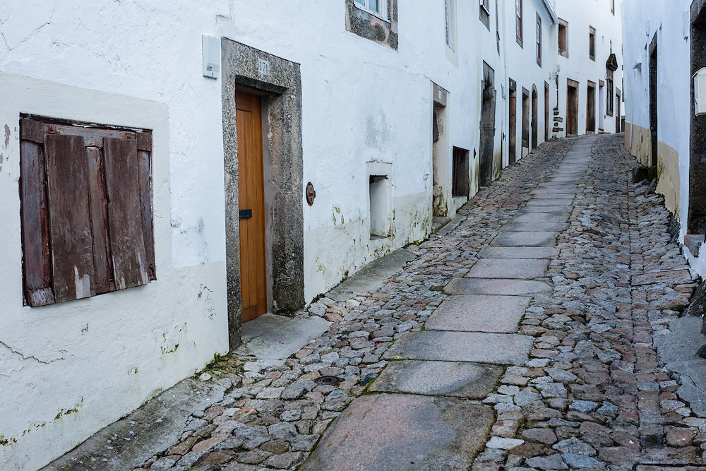 Almost all of the ways in the medieval village of Marvão climb its way to the castle through narrow streets of whitewashed houses.