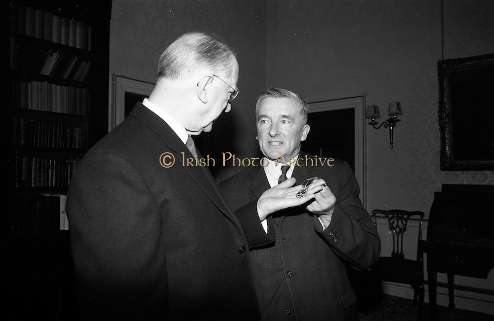 04/04/1966<br /> 04/04/1966<br /> 04 April 1966<br /> President Eamon de Valera receives the first 1916 Survivors Medal at Aras an Uachtarain from Minister for Defence Mr. Michael Hilliard.