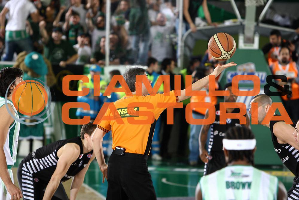 DESCRIZIONE : Avellino Final 8 Coppa Italia 2010 Semifinale Canadian Solar Virtus Bologna Air Avellino<br /> GIOCATORE : Luigi Lamonica<br /> SQUADRA : AIAP<br /> EVENTO : Final 8 Coppa Italia 2010 <br /> GARA : Canadian Solar Virtus Bologna Air Avellino<br /> DATA : 20/02/2010<br /> CATEGORIA : arbitro referees<br /> SPORT : Pallacanestro <br /> AUTORE : Agenzia Ciamillo-Castoria/ElioCastoria<br /> Galleria : Lega Basket A 2009-2010 <br /> Fotonotizia : Avellino Final 8 Coppa Italia 2010 Semifinale Canadian Solar Virtus Bologna Air Avellino<br /> Predefinita :