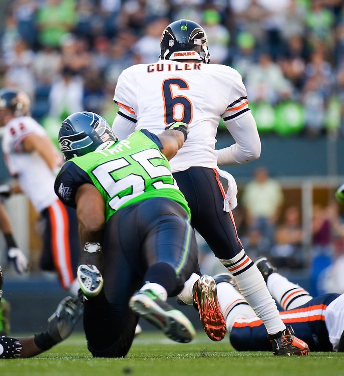 SEATTLE SEAHAWKS VS CHICAGO BEARS - Chicago's Jay Cutler barely escapes the reach of Seattle's Darryl Tapp.