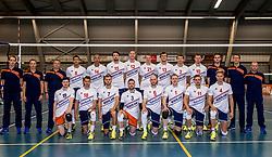 12-05-2017 NED: Nederland - Tsjechië, Amstelveen<br /> De Nederlandse volleybal mannen spelen hun eerste oefeninterland in de Emergohal in Amstelveen tegen Tsjechië. Deze wedstrijd staat in het teken van de verplaatsing van het Bankrasmomument. Nederland speelde daarom in speciale oude Nederlandse shirts uit 1992 / Team Nederland