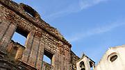 El  Casco Antiguo de la  Ciudad de Panamá es declarado Patrimonio de la Humanidad por UNESCO en el año de 1997. .Ruinas del Antiguo Convento de la Compañía de Jesús:.Construido en 1749, fue destruido en 1781 cuando gran parte de la ciudad fue afectada por un incendio. Dio cabida en su interior a la Real y Pontificia Universidad de San Javier hasta el año de 1667 cuando el Rey Carlos III decidió la expulsión de los jesuitas. El Gobierno de Panamá restauró las ruinas de este convento en 1983..(Victoria Murillo/Istmophoto)