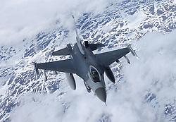 29.05.2015, Mildenhall, ENG, 100th ARW, Artic Challenge, USAFE, RAF Mildenhall, im Bild Eine F-16 der USAFE beim Betankungsvorgang hinter einer KC 135 der USAFE // during an aerial refueling maneuver over Mildenhall, Great Britain on 2015/05/29. EXPA Pictures © 2015, PhotoCredit: EXPA/ Eibner-Pressefoto/ Neurohr<br /> <br /> *****ATTENTION - OUT of GER*****