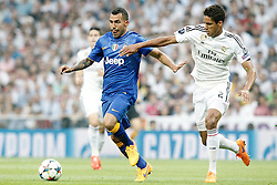 13.05.2015, Estadio Santiago Bernabeu, Madrid, ESP, UEFA CL, Real Madrid vs Juventus Turin, Halbfinale, Rückspiel, im Bild Real Madrid's Raphael Varane (r) and Juventus' Carlos Tevez // during the UEFA Champions League semi finals 2nd Leg match between Real Madrid CF and Juventus FC at the Estadio Santiago Bernabeu in Madrid, Spain on 2015/05/13. EXPA Pictures © 2015, PhotoCredit: EXPA/ Alterphotos/ Acero<br /> <br /> *****ATTENTION - OUT of ESP, SUI*****