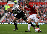 Photo: Paul Thomas.<br /> Manchester United v Newcastle United. The Barclays Premiership. 01/10/2006.<br /> <br /> Damien Duff (L) of Newcastle battles with Darren Fletcher for the ball.