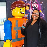 NLD/Utrecht/20190203- Première De LEGO Film 2, Ingrid Simons met een legopop