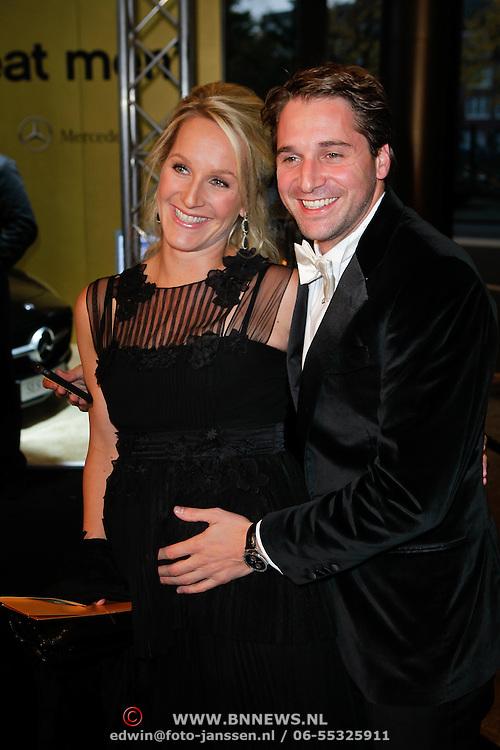 NLD/Amsterdam/20111029- JFK Greatest Man Award 2011, Christijan Albers en partner zwangere Liselore Kooijman