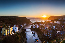 © Licensed to London News Pictures. 05/04/2018. Staithes UK. Picture shows this morning's sunrise in the picturesque village of Staithes on the North Yorkshire coast. Captain James Cook worked in the former fishing port in 1745 as a grocer's apprentice before moving to Whitby to join the Royal Navy. Photo credit: Andrew McCaren/LNP