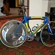 NLD/Alphen aan de Rijn/20060308 - Presentatie nieuwe wielerploeg Leontien van Moorsel, AA Drink Cycling team, tijdrit fiets met dicht achterwiel