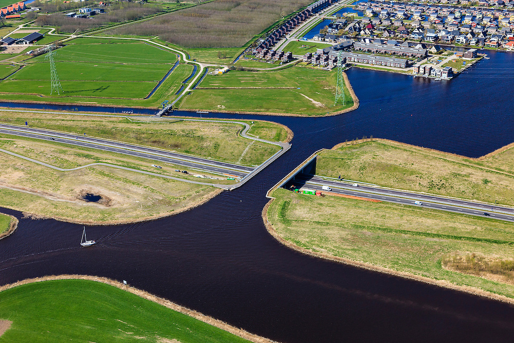 Nederland, Friesland, Waldwei, 01-05-2013; Aquaduct Langdeel. Het aquaduct ligt ten zuiden van Leeuwarden bij de wijk Zuiderburen en maakt deel uit van de Waldwei (N31). Het kanaal Langdeel is onderdeel van de staande mastroute.<br /> Aqueduct Langdeel near Leeuwarden, North Netherlands, next to the newly constructed residential area Zuiderburen (Southern neighbours). It crosses the motorway N31. <br /> luchtfoto (toeslag op standard tarieven);<br /> aerial photo (additional fee required);<br /> copyright foto/photo Siebe Swart motorway N31. <br /> luchtfoto (toeslag op standard tarieven);<br /> aerial photo (additional fee required);<br /> copyright foto/photo Siebe Swart motorway N31. <br /> luchtfoto (toeslag op standard tarieven);<br /> aerial photo (additional fee required);<br /> copyright foto/photo Siebe Swart