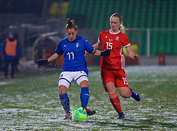 CESENA, ITALY - Tuesday, January 22, 2019: Wales' Elise Hughes and Italy's Lisa Boattin during the International Friendly between Italy and Wales at the Stadio Dino Manuzzi. (Pic by David Rawcliffe/Propaganda)