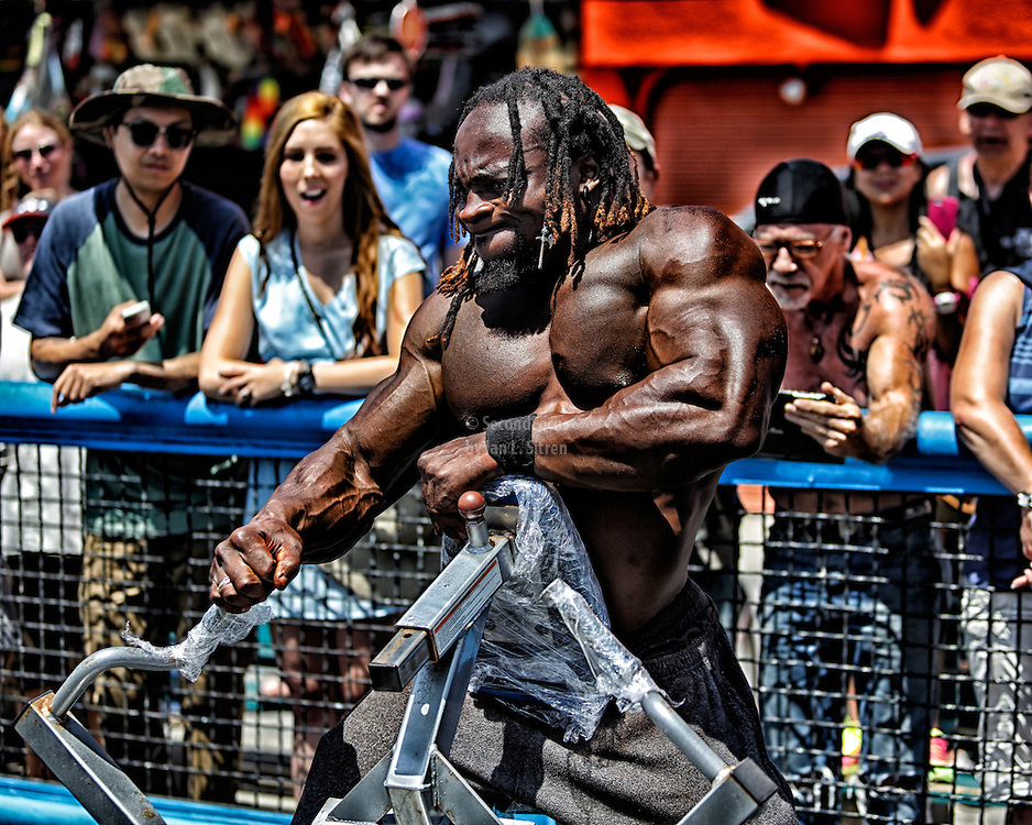 Marc-arthur (Moses) Dautruchee working out in the pit at Muscle Beach just winning the overall bodybuilding title for Memorial Day 2013.