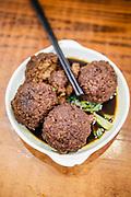Shi Zi Tou (Shanghainese Lion's Head Meatballs)