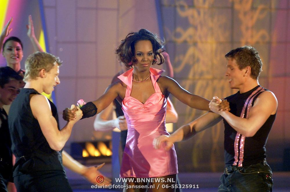 NLD/Hilversum/20070302 - 8e Live uitzending SBS Sterrendansen op het IJs 2007, jasmine Sendar en schaatspartner Michal Zych