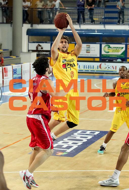 DESCRIZIONE : Veroli Campionato Lega A2 2012-2013  Prima Veroli Giorgio Tesi Group Pistoia<br /> GIOCATORE : Pasquale Battaglia<br /> CATEGORIA : three points <br /> SQUADRA : Prima Veroli<br /> EVENTO : Campionato Lega A2 2012-2013<br /> GARA: Prima Veroli Giorgio Tesi Group Pistoia<br /> DATA : 05/05/2013<br /> SPORT : Pallacanestro <br /> AUTORE : Agenzia Ciamillo-Castoria/N. Dalla Mura<br /> Galleria : Lega Basket A2 2012-2013 <br /> Fotonotizia : Veroli Campionato Lega A2 2012-2013  Prima Veroli Giorgio Tesi Group Pistoia