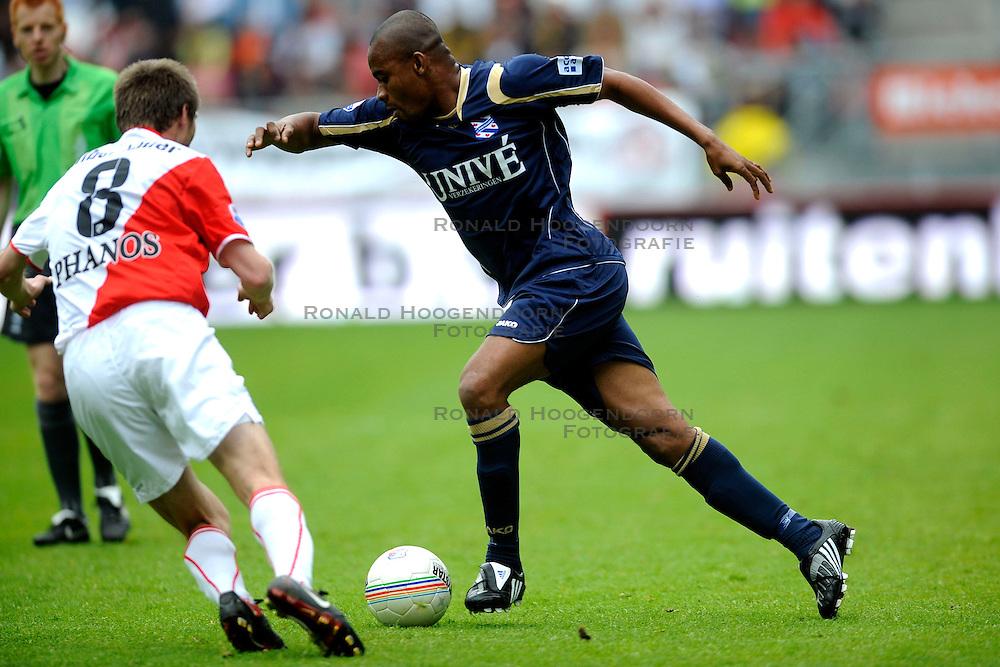 19-04-2009 VOETBAL: FC UTRECHT - HEERENVEEN: UTRECHT<br /> Utrecht wint met 2-1 van Heerenveen / Bonaventure Kalou <br /> &copy;2009-WWW.FOTOHOOGENDOORN.NL