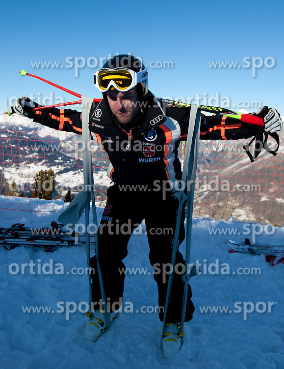 27.12.2011, Pista Stelvio, Bormio, ITA, FIS Weltcup Ski Alpin, Herren, Abfahrt, 1. Training, im Bild Stephan Keppler (GER) beim aufwärmen // Stephan Keppler of Germany warm up at start before first practice session downhill of FIS Ski Alpine World Cup at 'Pista Stelvio' in Bormio, Italy on 2011/12/27. EXPA Pictures © 2011, PhotoCredit: EXPA/ Johann Groder
