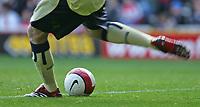 Photo: Andrew Unwin.<br />Middlesbrough v Blackburn Rovers. The Barclays Premiership. 23/09/2006.<br />Blackburn's Brad Friedel prepares to kick a Nike football.