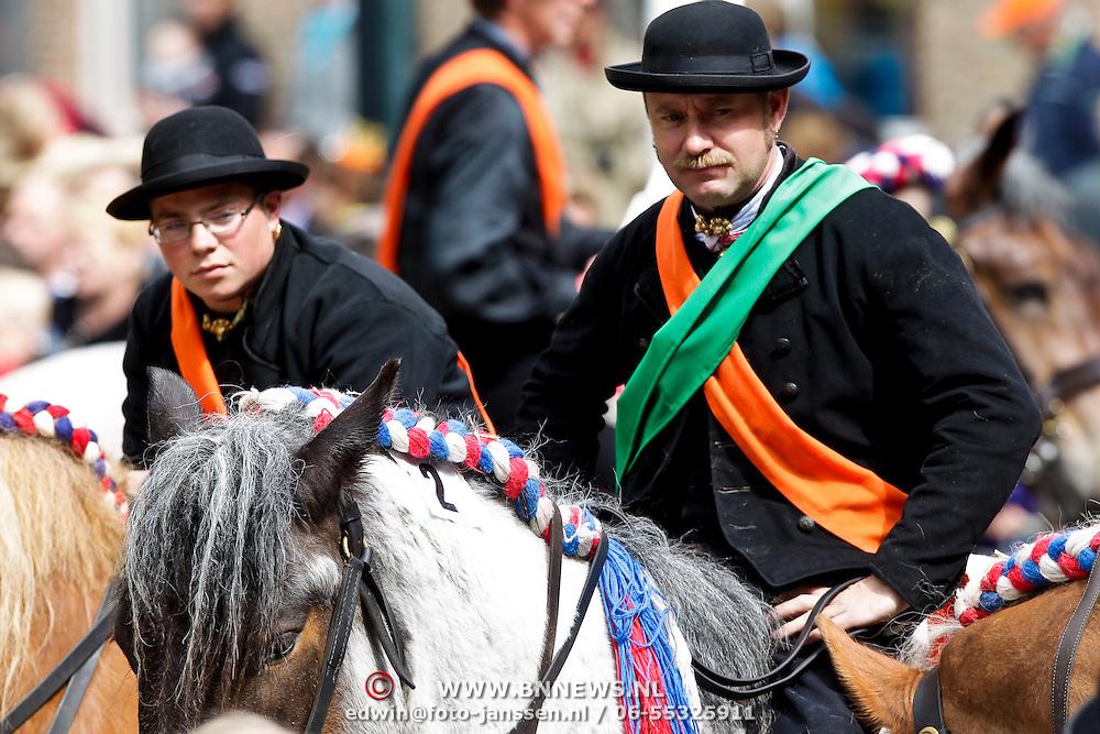 NLD/Middelburg/20100430 -  Koninginnedag 2010, ringsteken te paard