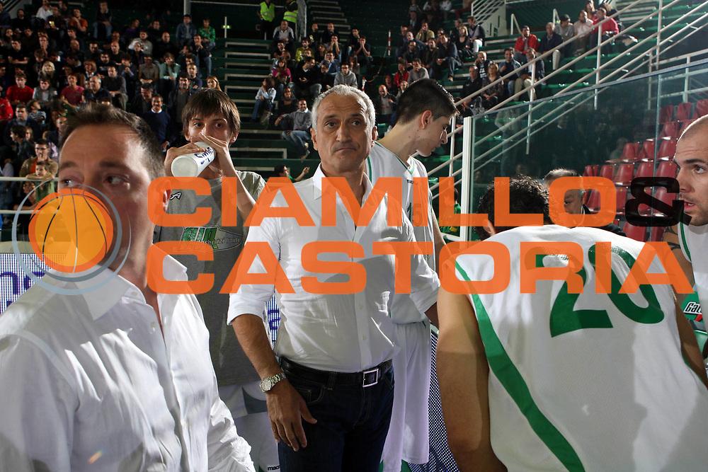 DESCRIZIONE : Avellino Lega A 2009-10 Torneo Vito Lepore Air Avellino Sigma Coatings Montegranaro<br /> GIOCATORE : Cesare Pancotto <br /> SQUADRA : Air Avellino<br /> EVENTO : Campionato Lega A 2009-2010<br /> GARA : Air Avellino Sigma Coatings Montegranaro<br /> DATA : 03/10/2009<br /> CATEGORIA : coach<br /> SPORT : Pallacanestro<br /> AUTORE : Agenzia Ciamillo-Castoria/G.Ciamillo