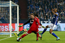 GELSENKIRCHEN, Sept. 20, 2017  James Rodriguez (C) of Bayern Munich vies for the ball during the German Bundesliga match between Schalke 04 and Bayern Munich in Gelsenkirchen, Germany, on Sept. 19, 2017. Bayern Munich won 3-0. (Credit Image: © Joachim Bywaletz/Xinhua via ZUMA Wire)