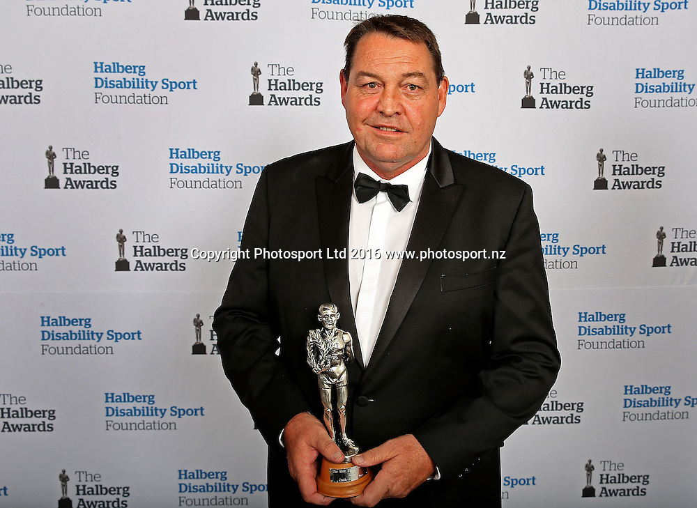 The Coach of the Year Award winner is Steve Hansen (Rugby) at the 53rd Halberg Awards, Vector Arena, Auckland, New Zealand, Thursday, February 18, 2016. Copyright photo: David Rowland / www.photosport.nz