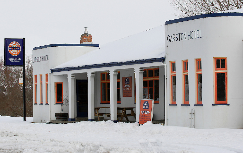 The Garston Hotel surrounded by snow after the wintry blast, Garston, New Zealand, Wednesday, August 17, 2011. Credit:SNPA / Dianne Manson.