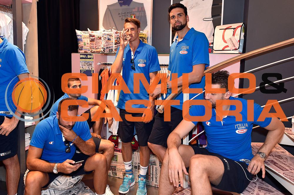 DESCRIZIONE : Media Day Nazionale Italiana Maschile Senior 2015 Sessione autografi Gazzetta Store<br /> GIOCATORE : Andrea Cinciarini Achille Polonara Riccardo Cervi Andrea Bargnani<br /> CATEGORIA : <br /> SQUADRA :  Nazionale Maschile Senior<br /> EVENTO : <br /> GARA : Sessione autografi Gazzetta Store<br /> DATA : 20/07/2015<br /> SPORT : Pallacanestro <br /> AUTORE : Agenzia Ciamillo-Castoria/GiulioCiamillo<br /> Galleria : Nazionale Italiana Maschile Senio 2015<br /> Fotonotizia : Media Day Nazionale Italiana Maschile Senior 2015 Sessione autografi Gazzetta Store<br /> Predefinita :