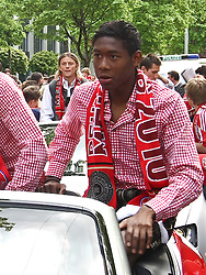 09.05.2010, Marienplatz, Muenchen, GER, 1. FBL, Meisterfeier der Bayern , im Bild David Alaba (FC Bayern Nr.27) im Bayern corso , EXPA Pictures © 2010, PhotoCredit: EXPA/ nph/  Straubmeier / SPORTIDA PHOTO AGENCY