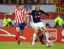 12.05.2010,  Fussball Europa-League 2009/2010 Finale: Atletico Madrid - FC Fulham, in der Hamburger HSH-Nordbank-Arena, v.l. Tomas Ujfalusi (Atletico Madrid) , Bobby Zamora (FC Fulham)