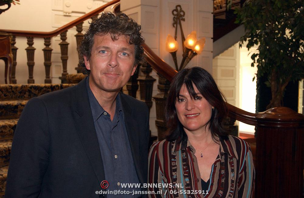 Uitreiking Max Heijmansprijs, Robert ten Brink en vrouw Roos Cialone