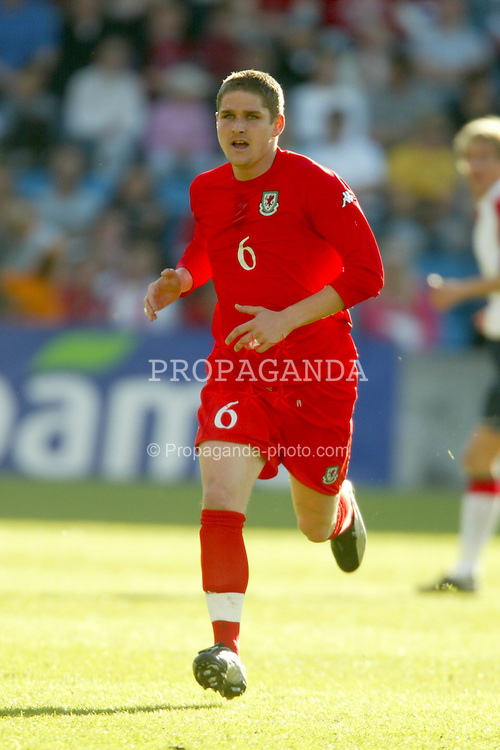 OSLO, NORWAY - Thursday, May 27, 2004:  Wales' Carl Robinson in action against Norway during the International Friendly match at the Ullevaal Stadium, Oslo, Norway. (Photo by David Rawcliffe/Propaganda)