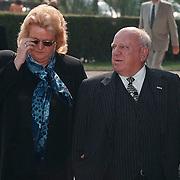Begrafenis Jan Versteeg cq Frans Vrolijk, Bas van Toor met zijn vrouw Coby