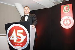 CARDIFF, WALES - Tuesday, October 7, 2008: BBC Sport's Ray Stubbs gives a talk at the Brains Beer Wales Football Awards at the Millennium Stadium. (Photo by David Rawcliffe/Propaganda)