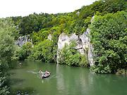 Donau, Felsen, Paddelboote, Naturpark obere Donau, Baden-Württemberg, Deutschland.|.boats on Danube, nature park upper Danube, Baden-Wuerttemberg, Germany