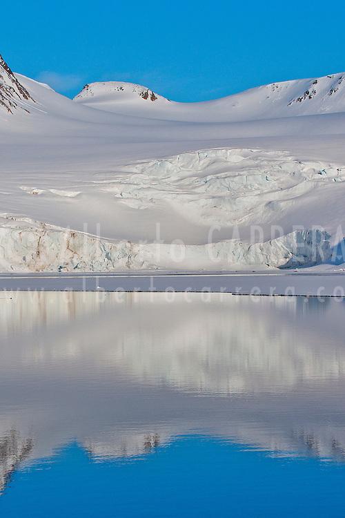 Alberto Carrera, Arctic Lands, Holmiabukta Glacier, Holmiabukta Bay, Raudefjord, Albert I Land, Arctic, Spitsbergen, Svalbard, Norway, Europe