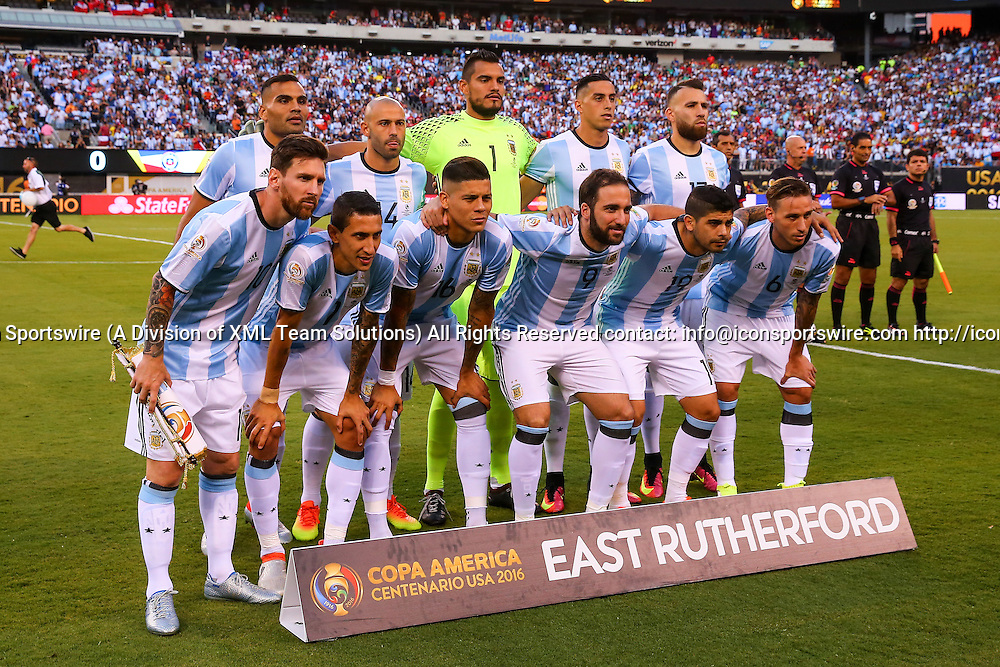 26 JUN 2016: The Argentina starting 11 take a photo prior to the Copa America Centenario Final between the Argentina and Chile played at MetLife Stadium in East Rutherford,NJ. (Photo by Rich Graessle/Icon Sportswire)