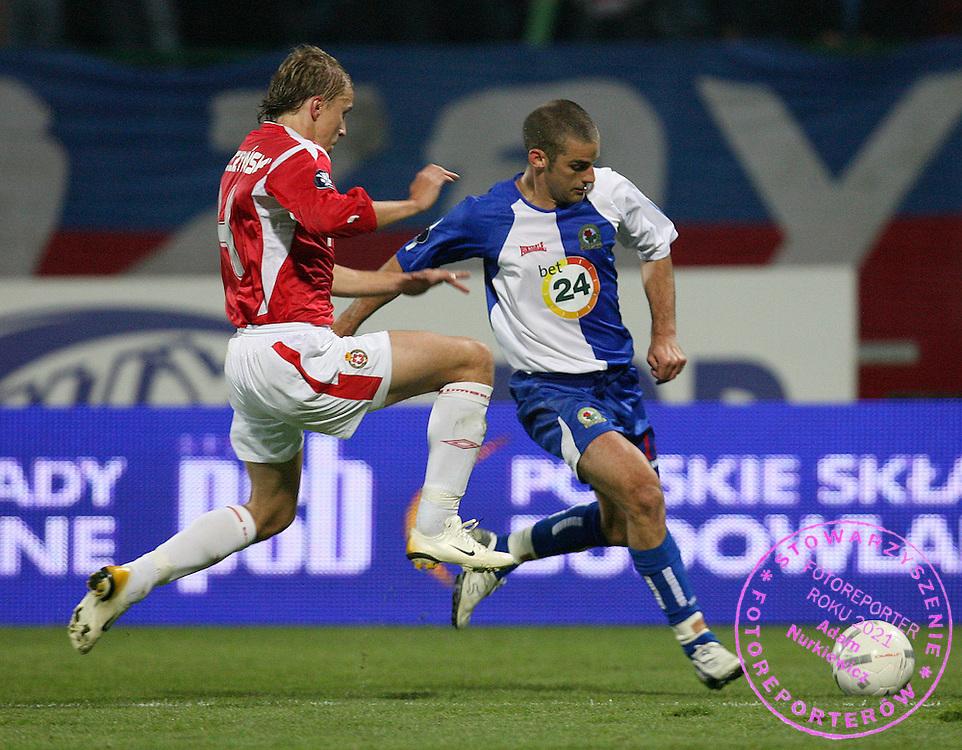 KRAKOW 19/10/2006..UEFA CUP GROUP E..SEASON 2006/2007 ..WISLA KRAKOW _ BLACKBURN ROVERS..MARCIN BASZCZYNSKI OF WISLA AND DAVID BENTLEY OF BLACKBURN..FOT. PIOTR HAWALEJ /WROFOTO