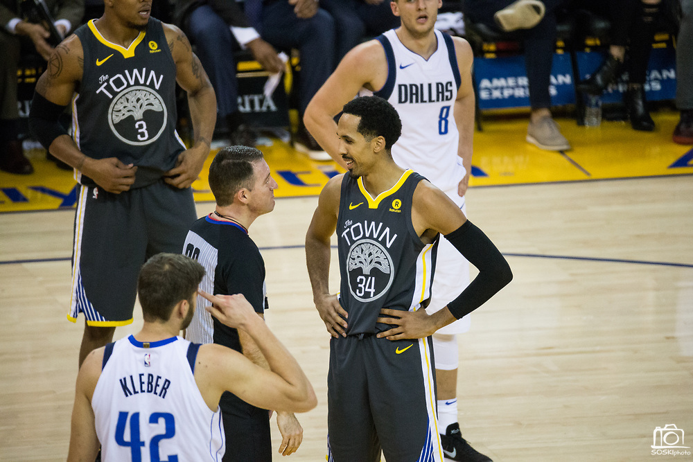 Golden State Warriors guard Shaun Livingston (34) talks with referee David Jones (36) during a NBA game against the Dallas Mavericks at Oracle Arena in Oakland, California, on February 8, 2018. (Stan Olszewski/Special to S.F. Examiner)