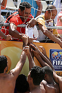 Footbal-FIFA Beach Soccer World Cup 2006 -BHR x NGA - players support man crying of bahrain in the twisted one- Rio de Janeiro, Brazil - 01/11/2006.<br />
