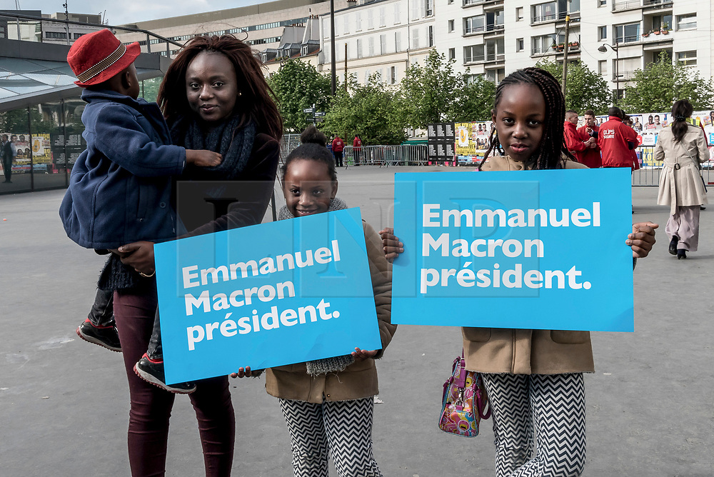 © London News Pictures. 17/04/2017. Paris, France. Supporters gather before French Presidential Candidate Emmanuel Macron addresses voters at the Accorhotels Arena 6 days before the first round of presidential elections in France. Photo credit: Karine Pierre/LNP