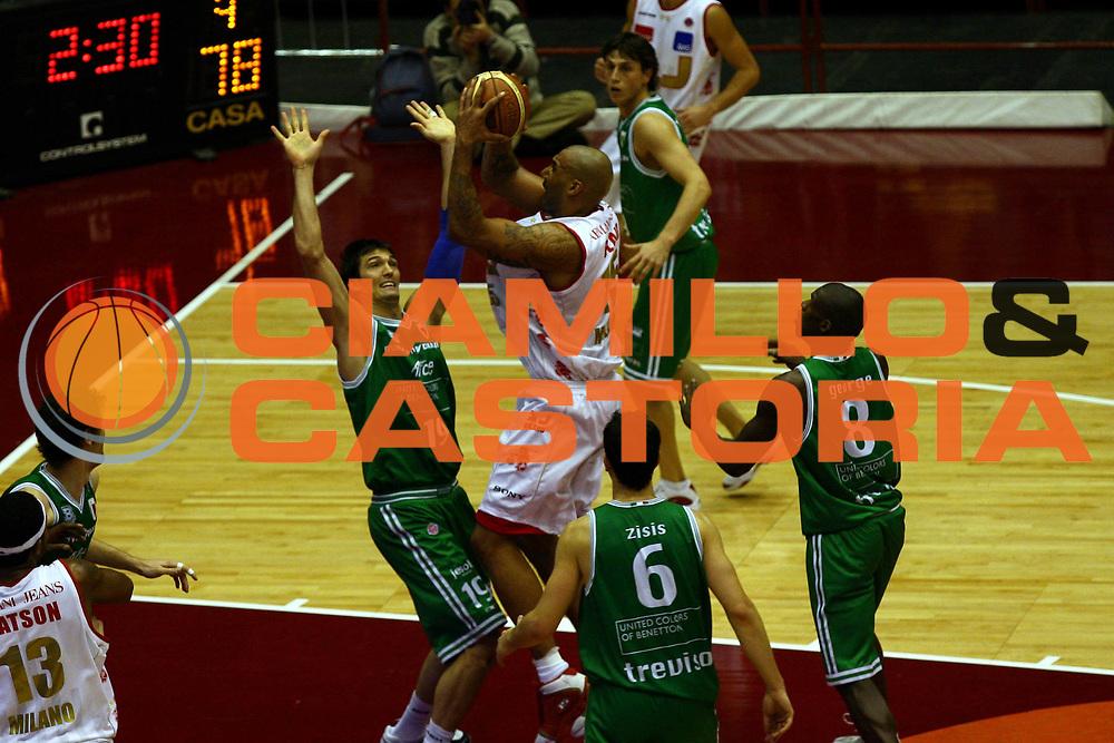 DESCRIZIONE : Milano Lega A1 2006-07 Armani Jeans Milano Benetton Treviso<br /> GIOCATORE : Blair<br /> SQUADRA : Armani Jeans Milano<br /> EVENTO : Campionato Lega A1 2006-2007<br /> GARA : Armani Jeans Milano Benetton Treviso<br /> DATA : 10/12/2006<br /> CATEGORIA : Tiro<br /> SPORT : Pallacanestro<br /> AUTORE : Agenzia Ciamillo-Castoria/L.Lussoso