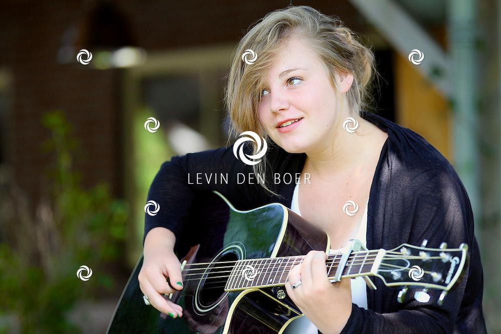 HEDEL - Zangeres Loren Nine Geerts heeft al opgetreden bij De Wereld Draaid Door en stond in de finale van de Nederlandse Birdy Contest van Giel Beelen op Radio 3FM. FOTO LEVIN DEN BOER - PERSFOTO.NU