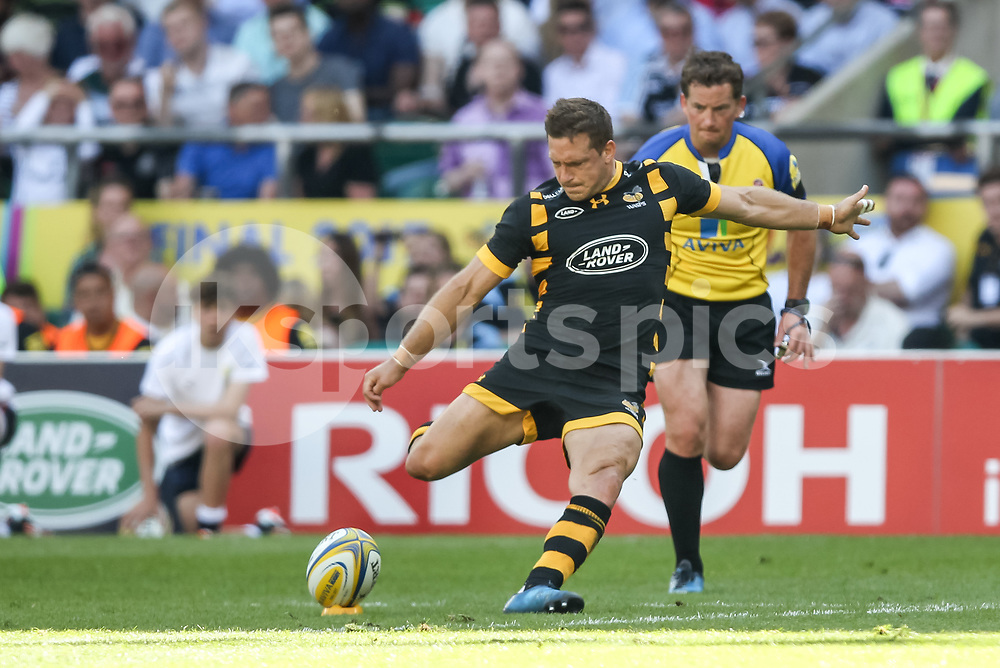 Jimmy Gopperth of Wasps scores a penalty to make it 20-14 during the Aviva Premiership play-off Final between Wasps and Exeter Chiefs at Twickenham Stadium, Twickenham, United Kingdom on 27 May 2017. Photo by Ken Sparks.