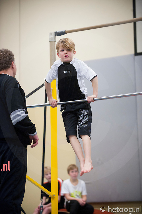 nederland, enschede, 19 december 2012 jongens turnen sparta wilhelmina